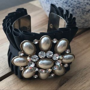 🌿Forever 21 cuff bracelet with rhinestones
